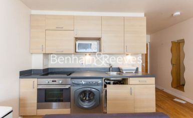 Studio flat to rent in Heritage Avenue, Colindale, NW9-image 2