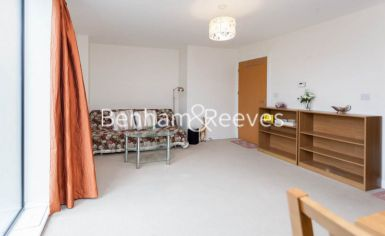 1 bedroom(s) flat to rent in Needleman Close, Beaufort Park, NW9-image 1