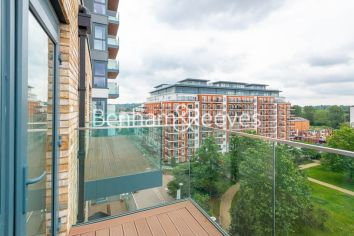 3 bedroom(s) flat to rent in Beaufort Square, Colindale, NW9-image 11