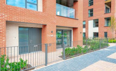 2 bedroom(s) flat to rent in Thonrey Close, Colindale, NW9-image 15