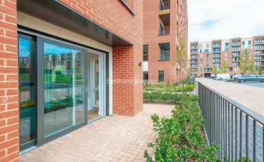 2 bedroom(s) flat to rent in Thonrey Close, Colindale, NW9-image 16