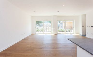 4 bedroom(s) flat to rent in Thonrey Close, Colindale, NW9-image 1