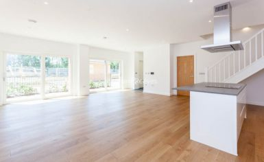 4 bedroom(s) flat to rent in Thonrey Close, Colindale, NW9-image 2