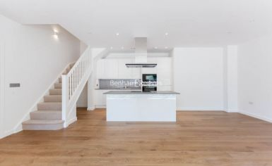 4 bedroom(s) flat to rent in Thonrey Close, Colindale, NW9-image 3
