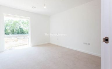 4 bedroom(s) flat to rent in Thonrey Close, Colindale, NW9-image 5