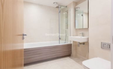 4 bedroom(s) flat to rent in Thonrey Close, Colindale, NW9-image 7