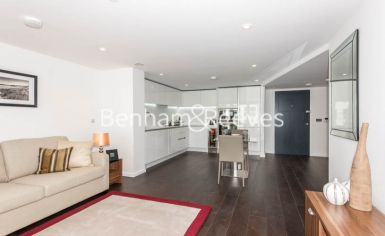 Studio flat to rent in City Road, Old Street, EC1-image 1