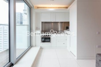Studio flat to rent in Pan Peninsula Square, Canary Wharf, E14-image 2