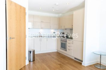 2 bedroom(s) flat to rent in Aqua Vista Square, Canary Wharf, E3-image 2