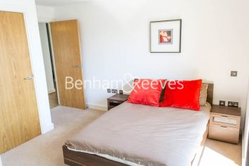2 bedroom(s) flat to rent in Aqua Vista Square, Canary Wharf, E3-image 3