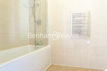 2 bedroom(s) flat to rent in Aqua Vista Square, Canary Wharf, E3-image 8