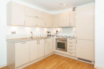 1 bedroom(s) flat to rent in Werner Court, Aqua Vista Square, E3-image 2