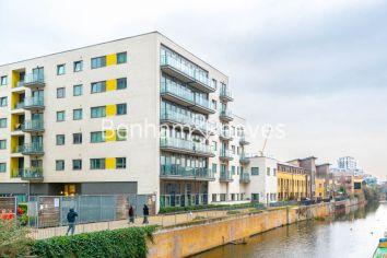 1 bedroom(s) flat to rent in Werner Court, Aqua Vista Square, E3-image 8