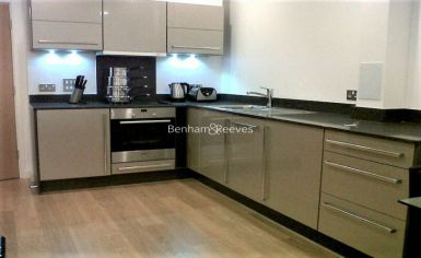 Studio flat to rent in Caspian Apartments, Salton Square, E14-image 2