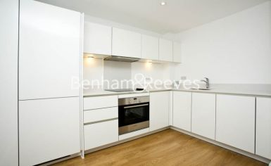 2 bedroom(s) flat to rent in Seven Sea Gardens, Canary Wharf, E3-image 2
