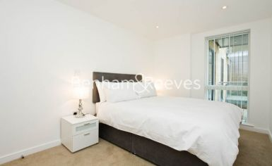 2 bedroom(s) flat to rent in Seven Sea Gardens, Canary Wharf, E3-image 4