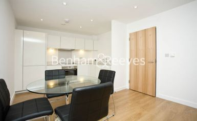 2 bedroom(s) flat to rent in Seven Sea Gardens, Canary Wharf, E3-image 9