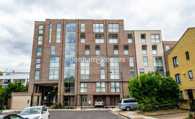 1 bedroom(s) flat to rent in Ravenscroft Court, Canary Wharf, E1-image 6