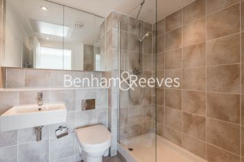 2 bedroom(s) flat to rent in Landmark East, Canary Wharf, E14-image 4