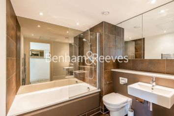 2 bedroom(s) flat to rent in Landmark East, Canary Wharf, E14-image 9