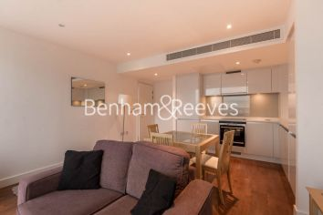 1 bedroom(s) flat to rent in Landmark East Tower, Marsh Wall, E14-image 2
