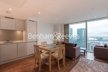 1 bedroom(s) flat to rent in Landmark East Tower, Marsh Wall, E14-image 3