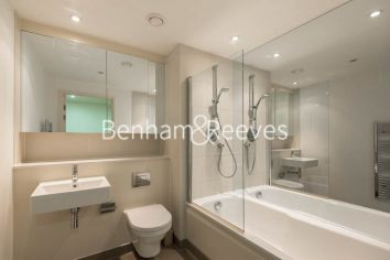 1 bedroom(s) flat to rent in Landmark East Tower, Marsh Wall, E14-image 5