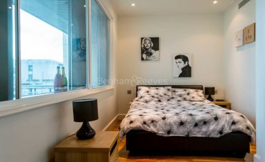 2 bedroom(s) flat to rent in Discovery Dock, Canary Wharf, E14-image 4