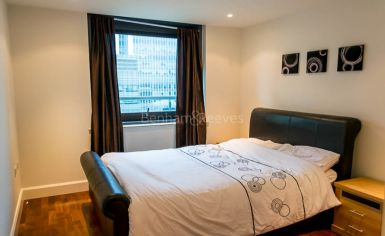 2 bedroom(s) flat to rent in Discovery Dock, Canary Wharf, E14-image 5