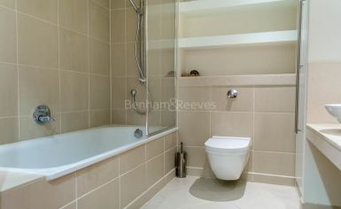 2 bedroom(s) flat to rent in Discovery Dock, Canary Wharf, E14-image 6