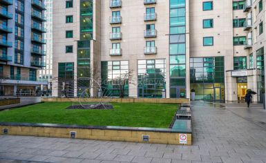 2 bedroom(s) flat to rent in Discovery Dock, Canary Wharf, E14-image 10