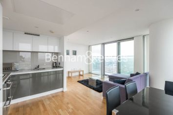 2 bedroom(s) flat to rent in Landmark East, Marsh Wall, E14-image 2