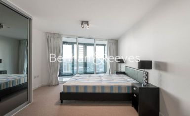 2 bedroom(s) flat to rent in Unex Tower, Stratford, E15-image 2