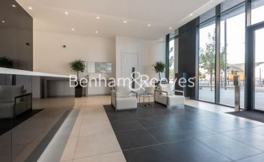 2 bedroom(s) flat to rent in Unex Tower, Stratford, E15-image 5