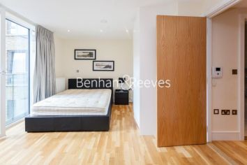 Studio flat to rent in St Annes Street, Canary Wharf, E14-image 4
