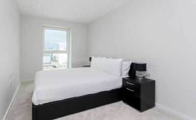 2 bedroom(s) flat to rent in Cassia Point, Glasshouse Gardens, E20-image 4