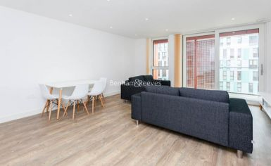 2 bedroom(s) flat to rent in Lariat Apartments, Cable Walk, SE10-image 1