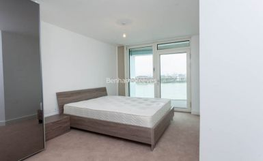 2 bedroom(s) flat to rent in Lariat Apartments, Cable Walk, SE10-image 3