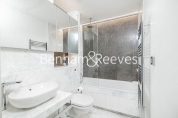 Studio flat to rent in Charrington Tower, Providence Wharf, E14-image 4