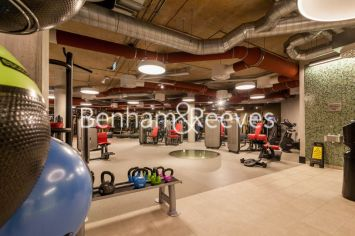 Studio flat to rent in Charrington Tower, Providence Wharf, E14-image 17
