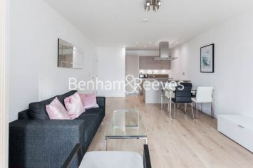 1 bedroom(s) flat to rent in Williamsburg Plaza, Poplar, E14-image 1