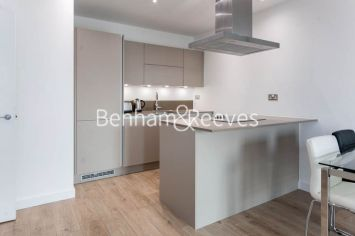 1 bedroom(s) flat to rent in Williamsburg Plaza, Poplar, E14-image 2