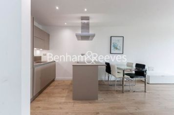 1 bedroom(s) flat to rent in Williamsburg Plaza, Poplar, E14-image 3