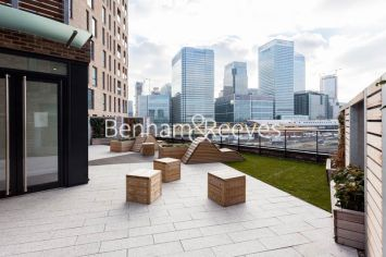 1 bedroom(s) flat to rent in Williamsburg Plaza, Poplar, E14-image 13