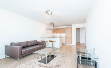 1 bedroom(s) flat to rent in Unex Tower, Station Street, E15-image 2
