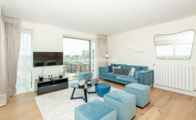 3 bedroom(s) flat to rent in Duke of Wellington Avenue, Canary Wharf, SE18-image 1