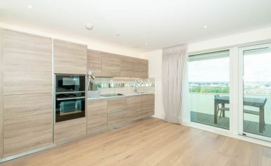 3 bedroom(s) flat to rent in Duke of Wellington Avenue, Canary Wharf, SE18-image 3