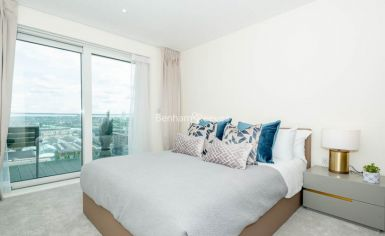 3 bedroom(s) flat to rent in Duke of Wellington Avenue, Canary Wharf, SE18-image 4
