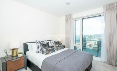 3 bedroom(s) flat to rent in Duke of Wellington Avenue, Canary Wharf, SE18-image 5