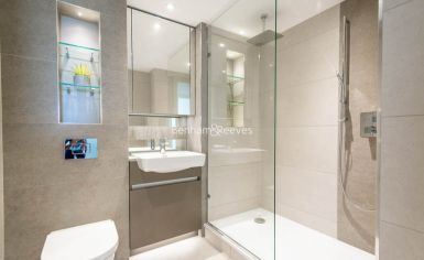 3 bedroom(s) flat to rent in Duke of Wellington Avenue, Canary Wharf, SE18-image 6